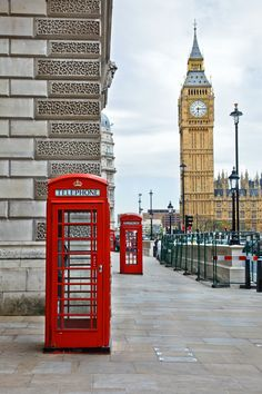 Have you seen Big Ben in person? Stop by this iconic landmark in #London for a great photo op!
