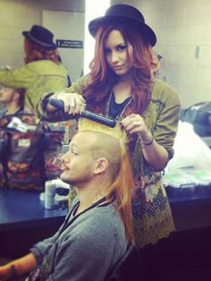 Hairdos by Demi: Demi Lovato shows off her hairstyling skills backstage @ one of her shows