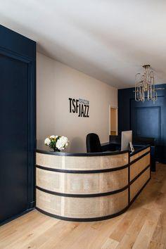 Radio TSF Jazz - Boclaud Architecture - Architecte D.P.L.G à Paris Bureau Design, Hotel Reception Desk, Dance Studio, Architecture, Office Desk, Construction, Cabinet, Storage, Inspiration