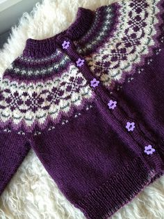 by TanteUll, via Flickr  I think this is a baby sweater, but I could scale it up for me.