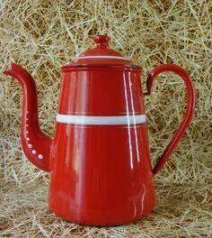 Love Vintage enamel ware... especially Red!  <3