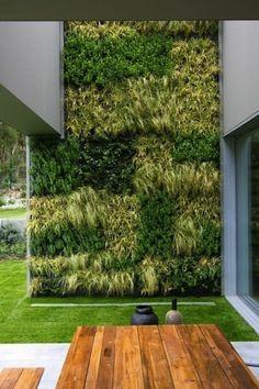 100 Bilder zur Gartengestaltung – die Kunst die Natur zu modellieren - grünmauer im garten holmöbel