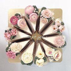 Anyone else in need of some cake today?! #humpday #weddingwednesday #weddingcake #weddingcakeideas #pieceofcake #sugarflowers #cake #yum #foodporn #instacake #cakedecorating #cakestagram #cakeart #weddingfavors #weddingfavours #londonblog #londonblogger #weddingblog #weddingblogger #devinebride regram @sweetpetalcake