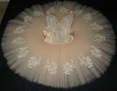 The beautiful cream tutu and that gorgeous lace detail! Yellow Tutu, Black Tutu, Tutu Costumes, Ballet Costumes, Ballet Tutu, Ballet Dance, No Sew Tutu, Ballet Clothes, Ballet Outfits