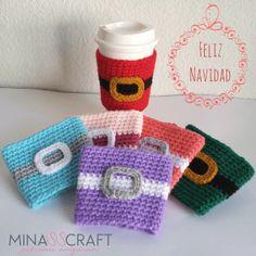 santa claus manga para termos patrón gratis #cupcozy #christmas #crochet #crochetpattern #coffee