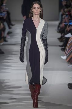 Victoria Beckham Fall 2017 Ready-to-Wear Fashion Show http://www.vogue.com/fashion-shows/fall-2017-ready-to-wear/victoria-beckham/slideshow/collection#7