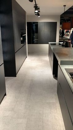 38 Elegant and Luxurious Kitchen Design Ideas - Top Five Suggestions for Designing a Luxury Kitchen Modern Kitchen Interiors, Luxury Kitchen Design, Kitchen Room Design, Modern Kitchen Cabinets, Interior Modern, Home Decor Kitchen, Interior Design Kitchen, Contemporary Kitchens, Kitchen Ideas