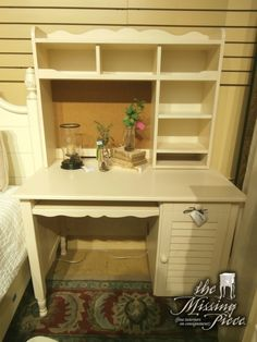 Perfect little desk with matching hutch for your child's space done in cottage white. Measures 42*25*60.
