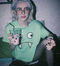 Trendy T-shirt Girl God Aesthetic Grunge, Aesthetic Photo, Aesthetic Girl, Aesthetic Pictures, Grunge Outfits, Grunge Fashion, Look Fashion, 90s Fashion, Grunge Girl