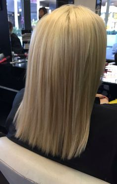 Blonde hair coloration