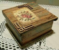 Pode ser utilizada para armazenar bijus, maquiagens, porta chá ou objetos diversos (as divisórias são removíveis).    Técnica utilizada: Imitação de madeira de demolição, combinado com apliques de estêncil, carimbos, recortes de MDF, decoupage. Decoupage Vintage, Decoupage Box, Cigar Box Art, Cigar Box Crafts, Painted Furniture, Diy Furniture, Apple Kitchen Decor, Porch Paint, Decoupage Tutorial