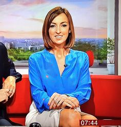 sally nugent - Twitter Search Bbc Presenters, Newsreader, Sarah Ferguson, Layered Haircuts, Celebs, Celebrities, New Girl, Sally, Beautiful Women