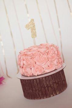 Smash cake!! 😉💖 #smashcake #buttercream #vintagecake