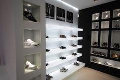 Shoe Store Design, Retail Store Design, Shoe Shop, Boutique Decor, Shoe Boutique, Hypebeast Room, Shoe Display, Showroom, Wardrobe Design