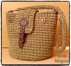 Sak www com salvabrani Crochet Hobo Bag, Diy Crochet Bag, Crotchet Bags, Chunky Crochet, Crochet Handbags, Crochet Purses, Knitted Bags, Free Crochet, Purse Patterns