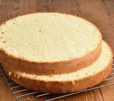 Thermly mix with thermomix, a delicious super soft cake for cake design, easy to prepare at home, here is the Easy Sponge Cake Recipe, Sponge Cake Recipes, Cookie Recipes, Dessert Thermomix, 10 Inch Cake, Round Cake Pans, Cake Decorating Tutorials, Savoury Cake, Cake Batter
