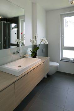 Modernes Einfamilienhaus in Essen : Bagno moderno di Stockhausen Fotodesign