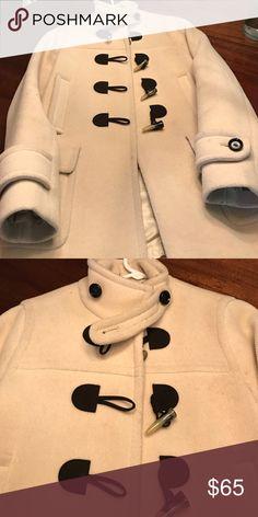 Banana republic white pea coat Cute toggle closures. Worn a few times Banana Republic Jackets & Coats Pea Coats