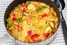 Kreolska räkor - gryta med räkor, gräddig currysås och paprika, ananas och banan.