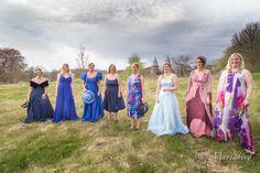 """""""Balklänningar i naturen"""" Del 1 – Vad är väl en bal på slottet… när man kan fotograferas och känns sig som en sagoprinsessa, precis utan för slotten. Tack alla underbara människor som ställde upp s…"""