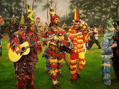 """""""Courir de Mardi Gras - Les Mardi Gras, ça vient de tout partout"""". 30"""" x 40"""", oil on canvas, Herb Roe © 2011. NFS, private collection."""