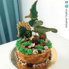 Не могу не показать ещё один тортик с моими топперами динозаврами от Маши @masha_mashyta , от этого тортика я в полном восторге, долгое думала из чего же камушки сделаны, Маша он великолепен!!! Dino Cake, Dinosaur Cake, Dinosaur Birthday Party, Birthday Parties, Happy Birthday, Birthday Cake, Russian Cakes, Cakes For Boys, Aesthetic Food