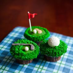 Golf cupcakes complete with fondant golf balls and buttercream grass