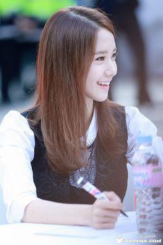 #Yoona #윤아 #ユナ#SNSD #少女時代 #소녀시대 #GirlsGeneration 131101 Lotte 34th Anniversary Fansign yoonyul.com