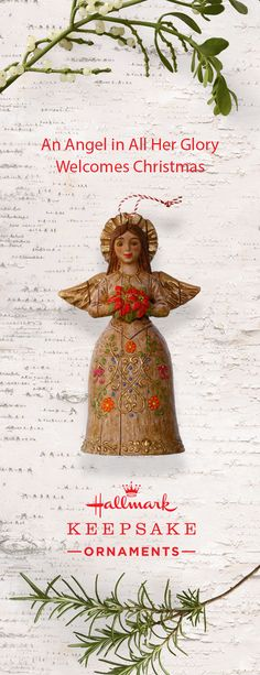 With a lovely floral print gown and bouquet the Ángel de la Hospitalidad Hallmark Keepsake Ornament is sure to be a welcomed addition to your Christmas tree this year. Or give this stunning decoration to your family and friends as a simple and thoughtful gift idea this holiday season.