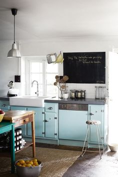 Vintage Kitchen aqua blue kitchen cabinets / sharyn cairnes photography - Lately a single hue has been taking the kitchen by storm Country Kitchen, New Kitchen, Vintage Kitchen, Kitchen Dining, Kitchen Decor, Kitchen Ideas, Rustic Kitchen, Kitchen Inspiration, Kitchen Sink