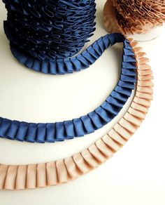 High quality pleated grosgrain ribbon 20 mm wide in navy blue or camel color. Ideal trimming to revamp an old chair, curtains, cushions, bags, lamp