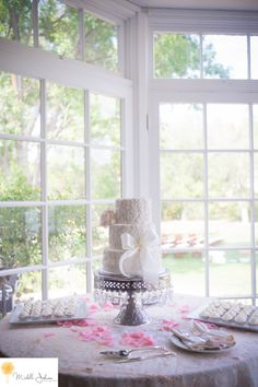 Malibou Lake Mountain Club Wedding Pictures Wedding Cake Michelle Johnson Photography