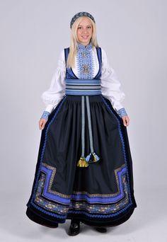 Beltestakk from Telemark Mode Masculine, Beautiful Norway, Folk Fashion, Ethnic Fashion, Frozen Costume, Folk Costume, Traditional Dresses, Textiles, Photos