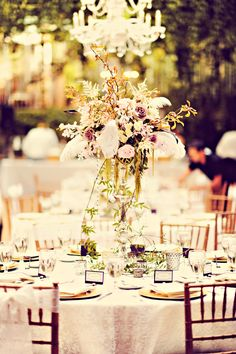 A tall flower centerpiece really makes the room like even more grand!