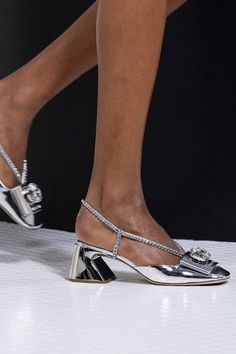 Edgy Shoes, Trendy Shoes, New Shoes, Runway Fashion, Fashion Shoes, Runway Shoes, Miu Miu Shoes, Shoe Art, Silver Shoes