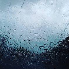 """""""#chuva é vida!! Quando chove em #mossoro dá vontade até de comemorar ☔☁☔"""""""