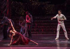 Zorba, el griego. Ballet de Santiago. Marina: Montserrat López y John: Gabriel Bucher. Foto: Patricio Melo
