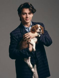 It's so shameful that Johnny Depp is holding this Cavalier King Charles Spaniel (eternal puppies, amirite?) and not 2009 Johnny Depp. Johnny Depp aging is out of control. Young Johnny Depp, Here's Johnny, King Charles Spaniel, Cavalier King Charles, Marlon Brando, Junger Johnny Depp, John Rambo, Johnny Depp Pictures, 21 Jump Street