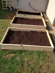Simple raised garden bed design. Raised Bed Garden Design, Building Raised Garden Beds, Raised Beds, Garden Yard Ideas, Love Garden, Container Gardening Vegetables, Vegetable Garden, Starting A Garden, Outdoor Landscaping