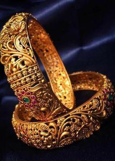 Gold Bangles Design, Gold Jewellery Design, Gold Bangles For Women, Gold Temple Jewellery, Gold Jewelry, Indian Gold Jewellery, India Jewelry, Jewelry Bracelets, Stylish Jewelry