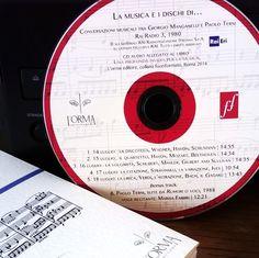 """Il cd allegato al libro che contiene le conversazioni radiofoniche tra Giorgio Manganelli e Paolo Terni: cinque pirotecniche puntate (più una bonus track da """"Rumori o voci"""") per navigare nel mare sonoro dell'autore più musicale della nostra recente letteratura.   «Questa capacità del discorso musicale di non dovere affrontare l'onta del significato: questo è un privilegio che il letterato non può non invidiare continuamente.» G.M."""