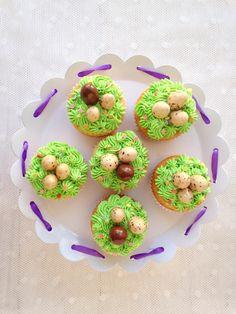 Húsvéti csokoládédarabos muffin vaníliakrémmel - Kifőztük Muffin, Cake, Food, Kuchen, Essen, Muffins, Meals, Cupcakes, Torte