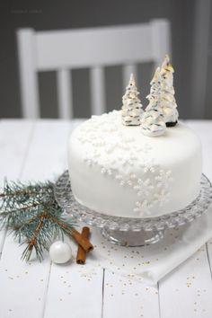 Fondant-Torte {Winter Wonderland} Kuchen und Füllung interessieren besonders :)