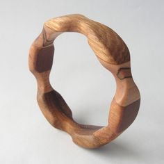Diy Jewelry To Sell, Diy Jewelry Making, Wooden Necklace, Wooden Jewelry, Wood Carving Art, Wood Art, Wood Turning Projects, Wood Projects, Wood Bracelet