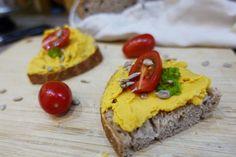 batatový hummus Hummus, Baked Potato, Potatoes, Baking, Ethnic Recipes, Food, Bakken, Eten, Bread