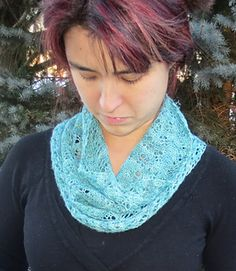 This cowl is worked in one of 2 sizes from a knitted cast on. Once the desired length is reached the cowl is cast off and the 2 edges sewn together. Alternately, a provisional cast on can be used and the edges woven together with the Kitchener stitch. #giftalong2014