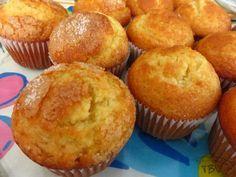 Queques de Laranja Portuguese Desserts, Portuguese Recipes, Portuguese Food, Cupcake Recipes, Baking Recipes, Dessert Recipes, Delicious Donuts, Delicious Desserts, Cupcakes
