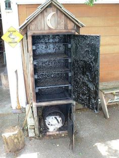 How to build a timber smoker – DIY projects for everyone! Smoke House Diy, Smoke House Plans, Fish Smoker, Build A Smoker, Dyi Smoker, Wood Smokers, Homemade Smoker, Diy Grill, Diy Projects Cans