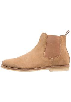 ¡Consigue este tipo de botas básicas de Topman ahora! Haz clic para ver los 1a99f6479eb