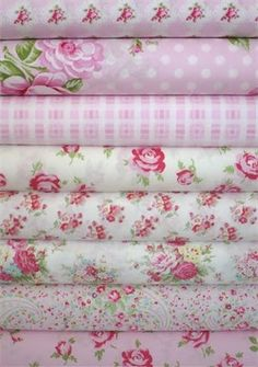 Tanya Whelan, Rosey, Pink in FAT QUARTERS 8 Total Contest over at Fabric Worm ends Don't you think the colors are perfect for Valentine's Day? Shabby Chic Stoff, Shabby Chic Fabric, Shabby Fabrics, Pink Fabric, Buy Fabric, Cotton Fabric, Fabulous Fabrics, Fabric Wallpaper, Vintage Fabrics